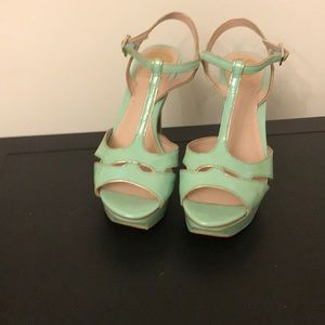 Vince Camuto Mint Green/gold flake Heels size 8